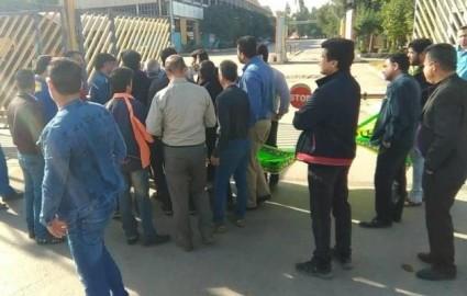 تعدادی از طلبکاران گروه ملی صنعتی فولاد خوزستان خواستار پرداخت مطالباتشان شدند