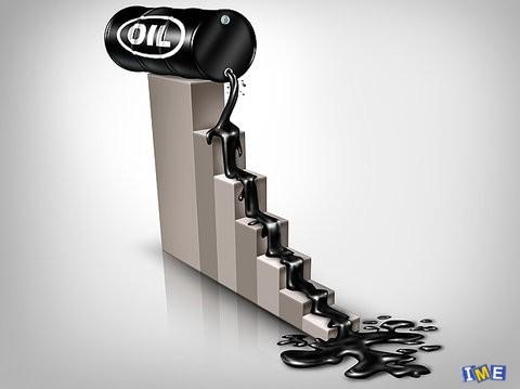 نفت ۴ درصد ارزان شد