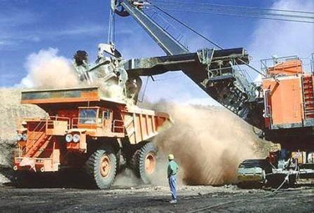 رویارویی مخالفان و موافقان عوارض سنگآهن