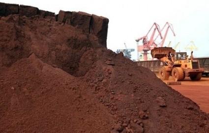 کاهش ۵۰ درصدی قیمت سنگ آهن تا سال ۲۰۱۸