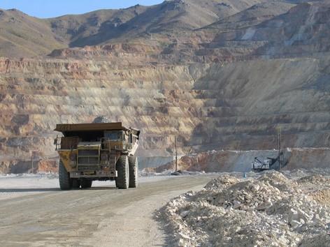 صادرات فرآورده های معدنی به ٨ میلیارد دلار خواهد رسید/برنامه ای برای خرید یارانه ای مواد معدنی نداریم