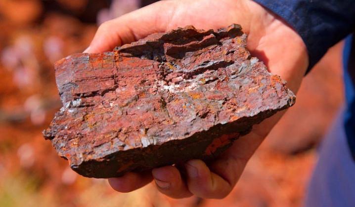 تاثیر کاهش بهای معاملات آتی سنگ آهن بر قیمت تحویل فوری
