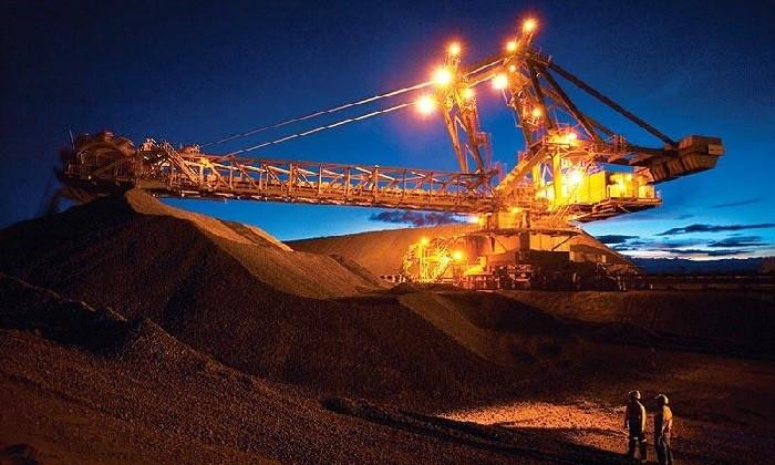 سنگ آهن سرافراز از تعطیلات چین بیرون آمد