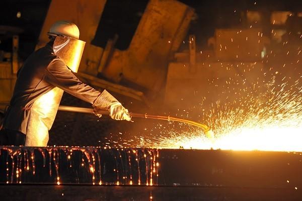 زنجیره تولید فولاد، سود خود را کاهش دهد