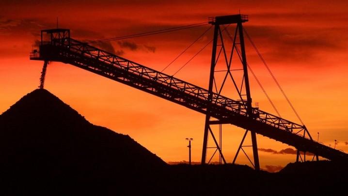 ریزش قیمت سنگآهن و کاهش مجدد تولید کارخانههای فولاد