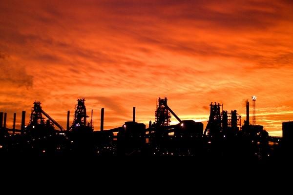 تمایل خارجیها به سرمایهگذاری در صنعت پتروشیمی و فولاد