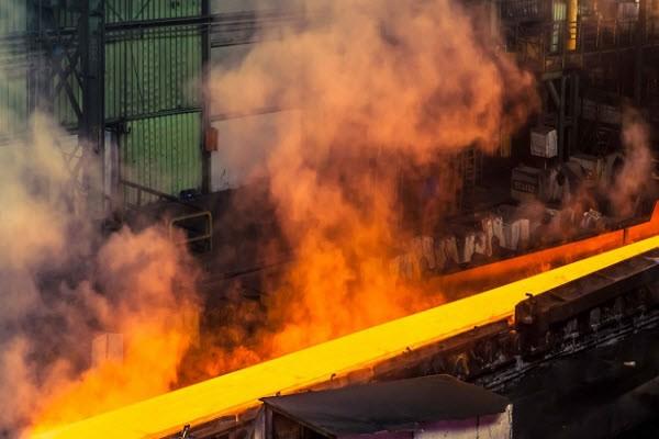 شرکت های بزرگ مقیاس تولید و صادرات  فولاد تشکیل می شود