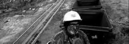 زغال ها خاک می خورند کارگران گرسنگی